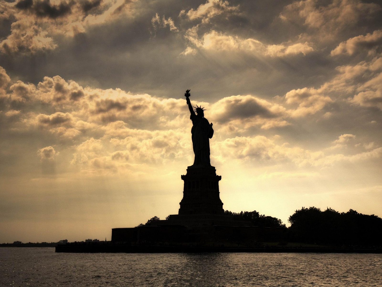 city-statue-statue-of-liberty-new-york-landscape-1600-x